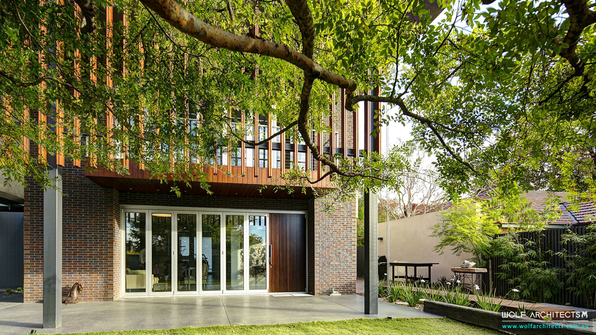 WolfArchitects-FeaturedProject-TheWolfHouse-Under-Tree-View