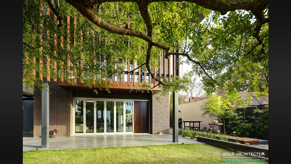 Connection of trees in the lanscape with houses by Wolf Architects