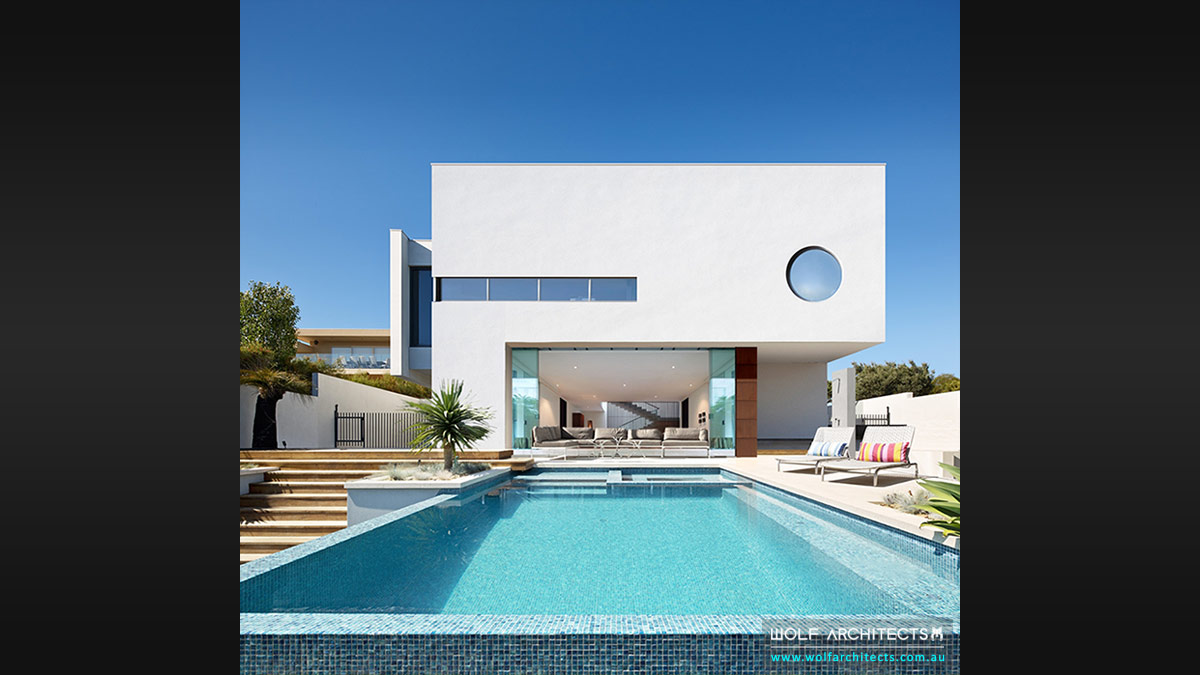 Modern White house rear view by Wolf Architects