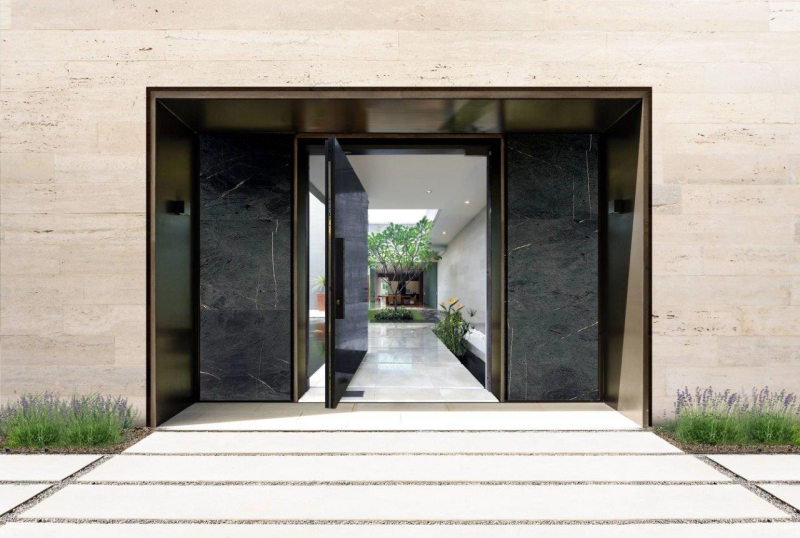 Grand entrance to home courtyard